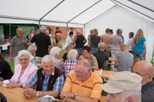 Andrang vor der Cocktailbar.. Sommerfest im August 2014